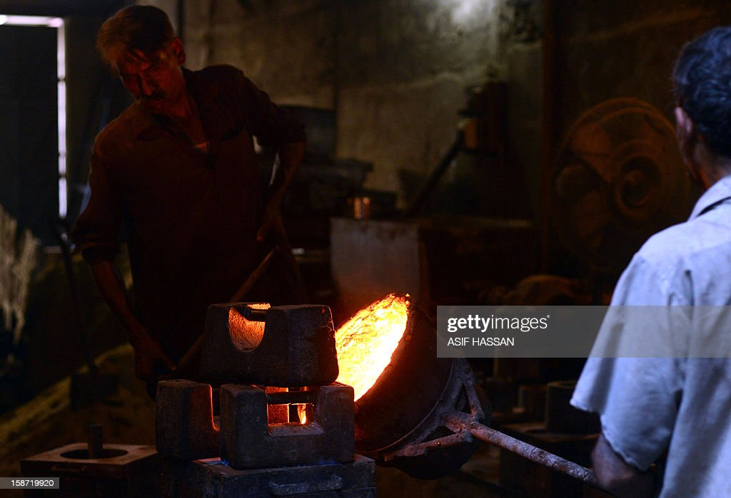 Pakistani labourers work at a small iron factory in Karachi on December 26, 2012. Pakistan's central bank lowered its benchmark interest rate by 0.5 percentage points to 9.5 percent, in the light of a fall in inflation.