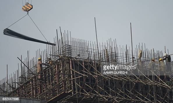 Pakistani labourers work on an underconstruction multiple storey building in Islamabad on January 23 2017 In the 2015/2016 fiscal year the economy...