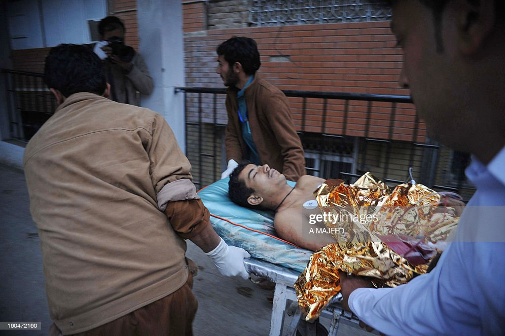 Pakistani medical workers shift an injured bomb blast victim to a hospital in Peshawar on February 1, 2013, after an explosion outside a Shiite Muslim mosque in Hangu. A suicide bomber targeted a Shiite Muslim mosque in northwest Pakistan on Friday, killing 21 people and wounding up to 50 as worshippers poured out of weekly prayers, officials said.