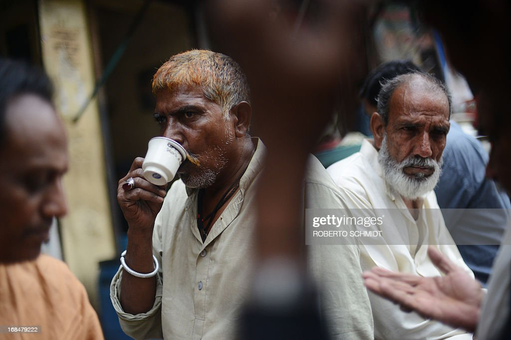 Pakistani men sip tea and talk shop as they sit in front of a shop on a street corner in the old city in Lahore on May 10, 2013, one day before some 86 million registered voters will go to the polls to elect lawmakers to the lower house of parliament and four provincial assemblies. Pakistan's general elections will mark the first democratic transition of power in the country's 66-year existence. AFP PHOTOS/Roberto SCHMIDT
