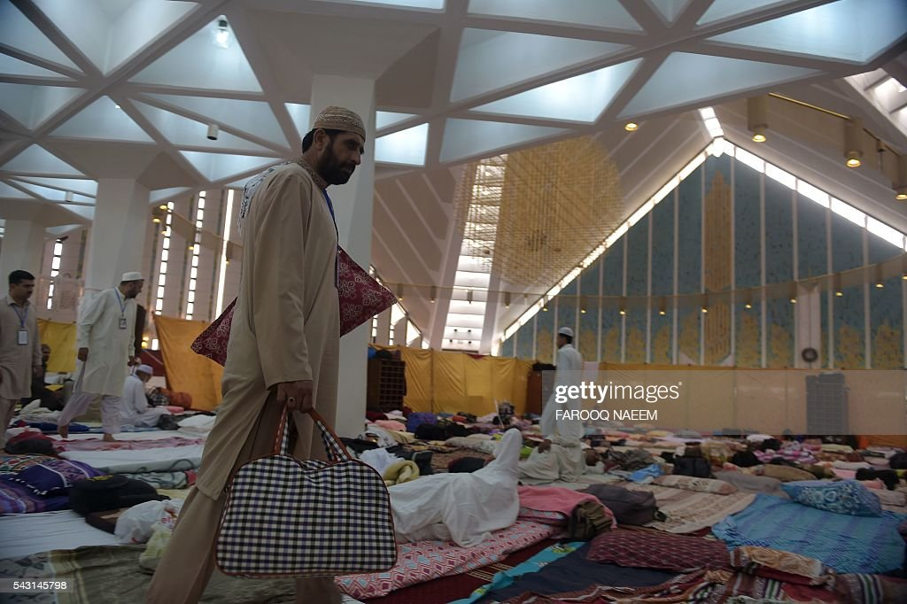 A Pakistani Muslim arrives for the start of Itikaf at the Grand Faisal mosque in Islamabad on June 26, 2016. Itikaf is a spiritual retreat in a mosque for men, usually held during the last 10 days of Ramadan and during which Muslims spend the evening and night in the mosque devoting their time to solitary prayers and reading the Koran. / AFP / FAROOQ
