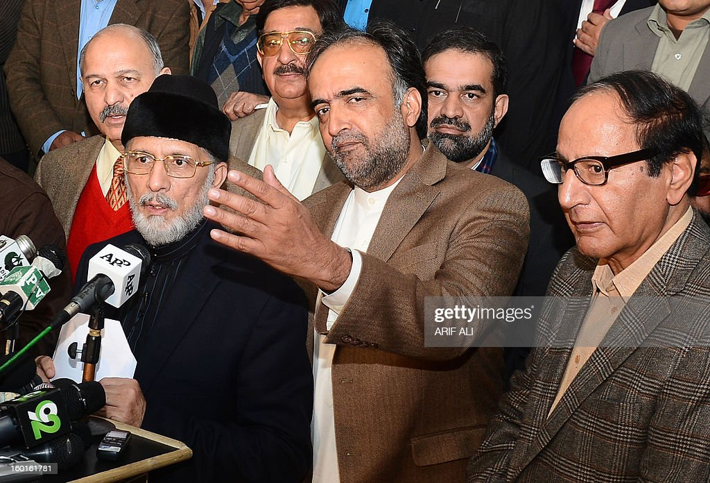 Pakistani Muslim cleric Tahir-ul Qadri (L) along with ruling coallition leaders Qamar Zaman Kaira (C) and Chudahry Shujaat Hussain (R) address a press conference following a meeting in Lahore on January 27, 2013. Pakistan's government on Sunday said it would aim to announce a date for a general election within 10 days, following talks with a cleric who led a mass four-day protest in the capital. AFP PHOTO/Arif ALI