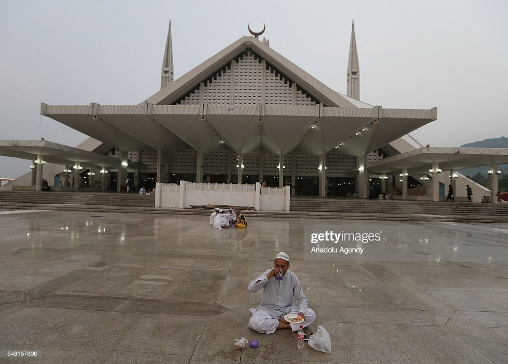 Pakistani muslims break their fasts during the holy fasting month of Ramadan at Faisal Mosque in Islamabad, Pakistan on June 26, 2016.
