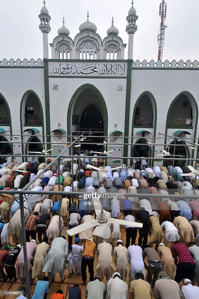 Pakistani Muslims offer Friday prayers at a mosque during the month of Ramadan in Lahore on July 26, 2013. Islam's holy month of Ramadan is calculated on the sighting of the new moon and Muslims all over the world are supposed to fast from dawn to dusk during the month. AFP PHOTO/ ARIF ALI