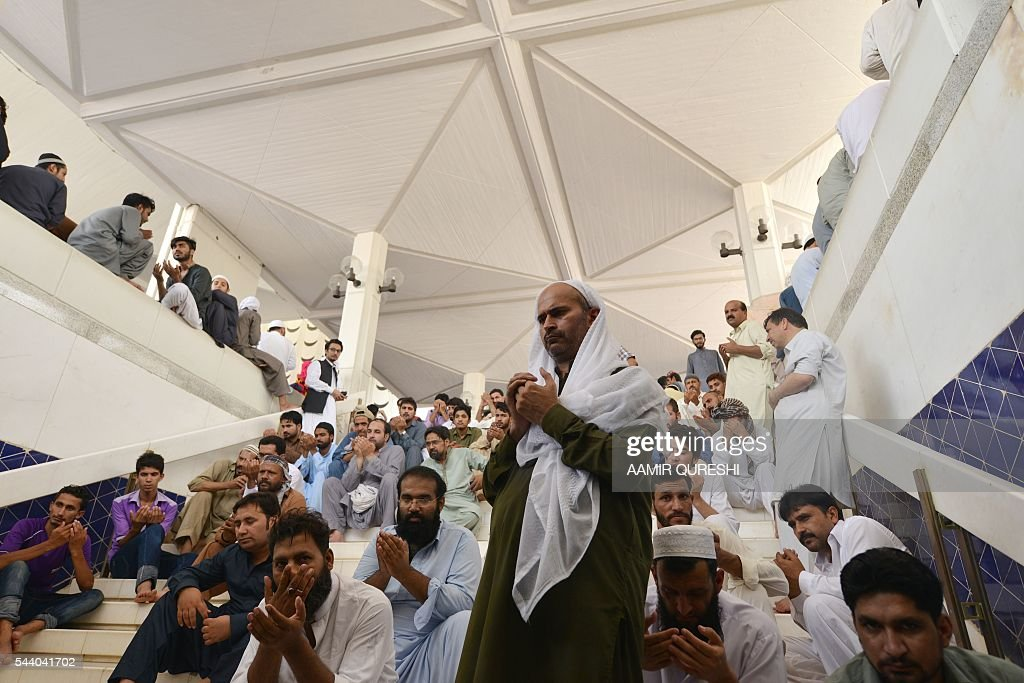 Pakistani Muslims offer Jummat-ul-Vida, the last congregational Friday prayers in the holy month of Ramadan, at the Faisal Mosque in Islamabad on July 1, 2016. Muslim devotees took part in the last Friday prayers ahead of the Eid al-Fitr festival marking the end of the fasting month of Ramadan, which is dependent on the sighting of the moon. / AFP / AAMIR