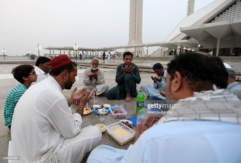 Pakistani muslims pray ahead of the fast breaking time during the holy fasting month of Ramadan at Faisal Mosque in Islamabad, Pakistan on June 26, 2016.