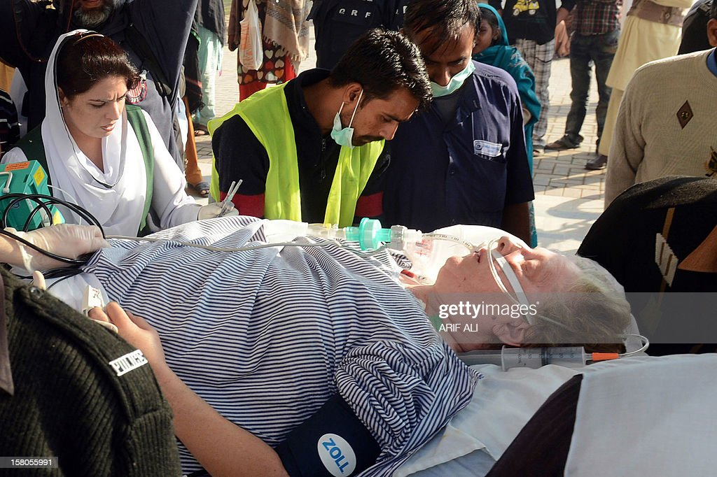 Pakistani paramedics transport injured Christian charity worker Bargetta Almby (72) on a stretcher from a hospital to an air ambulance in Lahore on December 10, 2012. A Swedish charity worker who was critically wounded in a gun attack in Pakistan last week was flown home on December 10 for specialist medical treatment, officials said. AFP PHOTO/Arif ALI