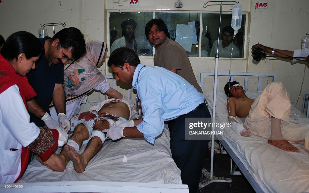 Pakistani paramedics treat an injured bomb blast victim at a hospital in Quetta on May 24, 2010. Two people were killed and a dozen wounded, including several wedding party guests, when a bomb exploded in a rickshaw in Pakistan's southwestern Baluchistan province, police said. AFP PHOTO/Banaras KHAN