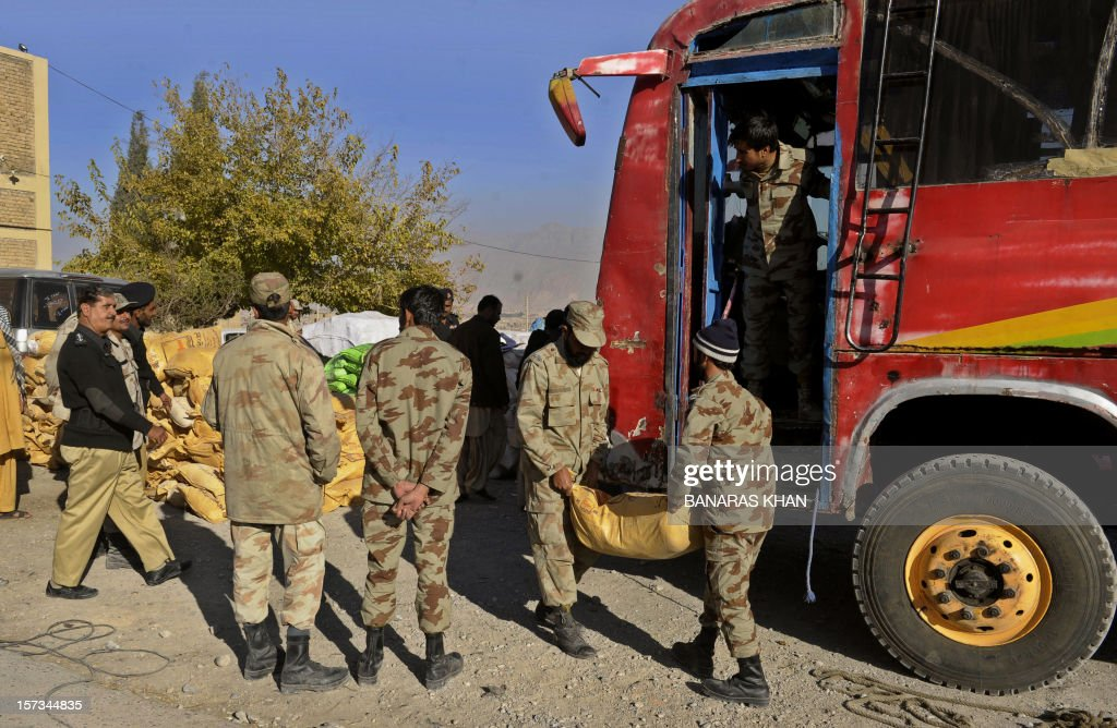 Pakistani paramilitary soldiers shift bags of potassium chlorate from a bus in Quetta on December 2, 2012. Pakistani authorities seized nearly 14 tonnes of potassium chlorate, a key ingredient in bomb-making, from a bus in the country's violent and unstable southwest on Sunday, officials said. AFP PHOTO/Banaras KHAN