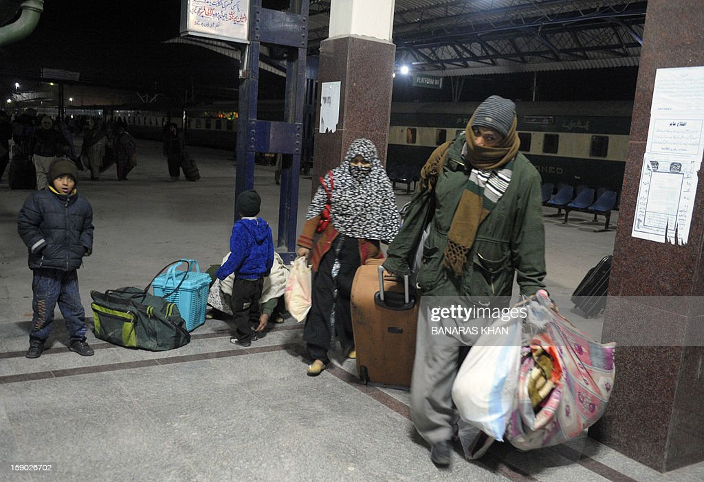 Pakistani passengers riding the Jaffar Express train leave the railway station upon their arrival in Quetta on early 6, 2012. Unidentified gunmen fired at a train in Pakistan's restive Baluchistan province, killing at least five people and seriously injuring 20 others. AFP PHOTO/ Banaras KHAN