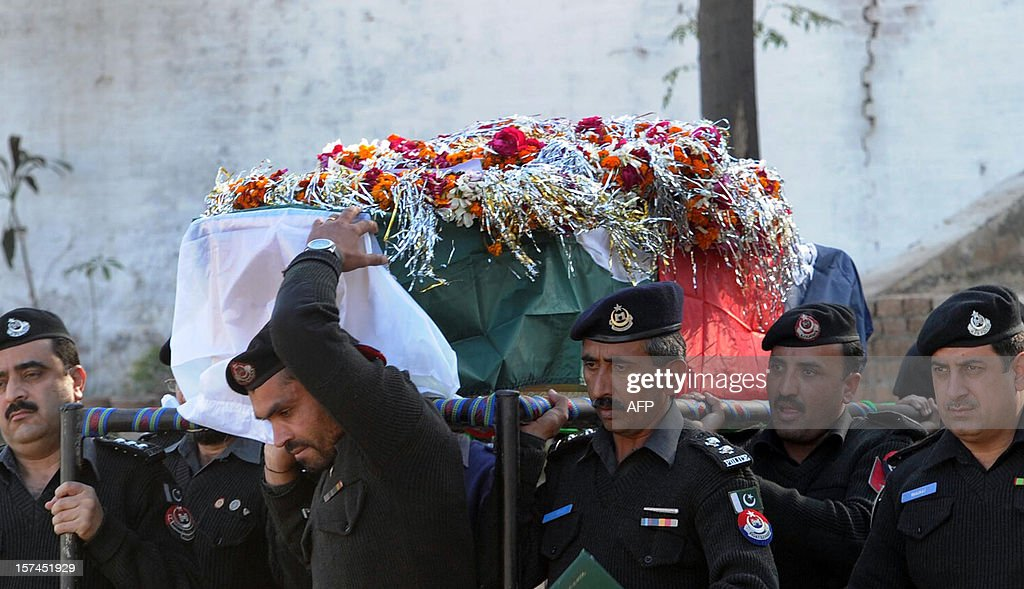 Pakistani police officials carry the coffin of a police officer who was killed in a bomb explosion in Peshawar on December 3, 2012. Bombers attacked a Pakistani police patrol on December 3, killing two officers and wounding two others on the outskirts of the main northwestern city of Peshawar, police said.