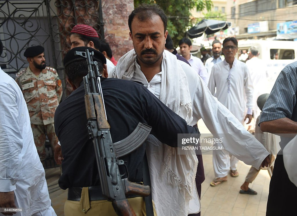 A Pakistani policeman searches a Muslim arriving for Jummat-ul-Vida, the last congregational Friday prayers in the holy month of Ramadan at a mosque in Karachi on July 1, 2016. Muslim devotees took part in the last Friday prayers ahead of the Eid al-Fitr festival marking the end of the fasting month of Ramadan, which is dependent on the sighting of the moon. / AFP / RIZWAN