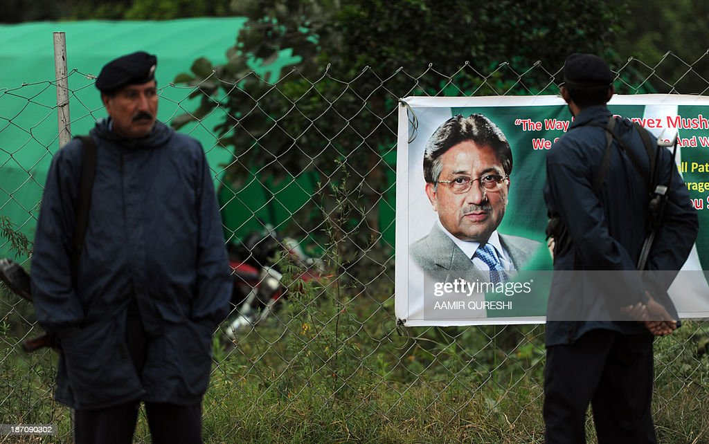 Pakistani policemen stand guard next to a banner showing an image of former military ruler Pervez Musharraf near his residence in Islamabad on November 6, 2013. A Pakistan court granted bail to former military ruler Pervez Musharraf over a deadly raid on a radical mosque, bringing closer his possible release after more than six months of house arrest. The ruling by an Islamabad district court means the ex-general is on bail in all the cases brought against him since his return to Pakistan from self-imposed exile, including one relating to the assassination of former prime minister Benazir Bhutto. But the 70-year-old is likely to remain under heavy guard at his villa on the edge of Islamabad, where he has been under house arrest since April, because of serious threats to his life. AFP PHOTO / AAMIR QURESHI