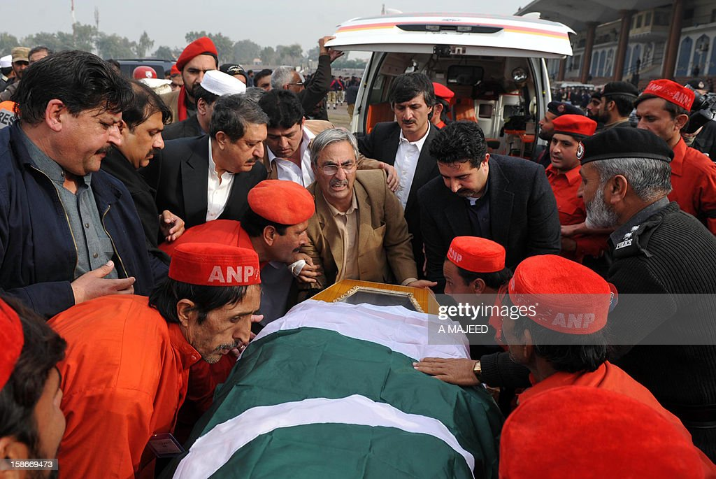 Pakistani politician and supporters carry the coffin of Bashir Bilour, the late number two to the chief minister of the province, during a funeral ceremony in Peshawar on December 23, 2012. Bilour was killed on December 22 when a suicide bomber stuck when around 100 people including the provincial leadership of the Awami National Party (ANP) had gathered, killing him and eight other people in northwest Pakistan, officials said, in an attack claimed by the Taliban. AFP PHOTO / A MAJEED