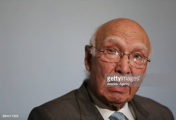 Pakistani Prime Minister's Foreign Affairs Adviser Sartaj Aziz holds press conference regarding killing of Afghan Taliban leader Mullah Akthar...