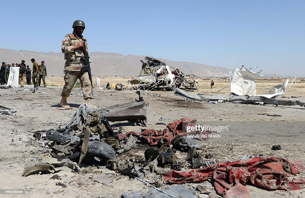 Pakistani security officials are pictured at the site of a bomb attack on a vehicle used by security forces on the outskirts of Quetta, the capital of restive Baluchistan province, on May 23, 2013. A bomb planted in a rickshaw tore through a vehicle used by security forces in southwest Pakistan on May 23, killing at least 12 people, police said.