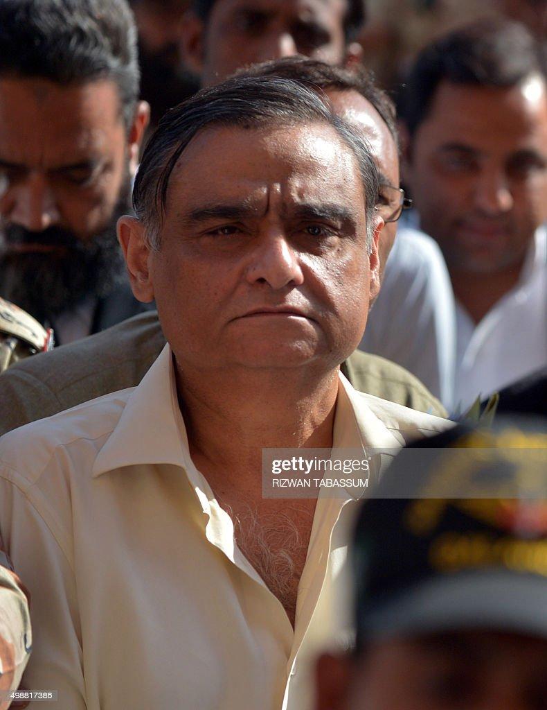 Pakistani security officials escort ex-petroleum minister <b>Asim Hussain</b> (C), <b>...</b> - pakistani-security-officials-escort-expetroleum-minister-asim-hussain-picture-id498817386