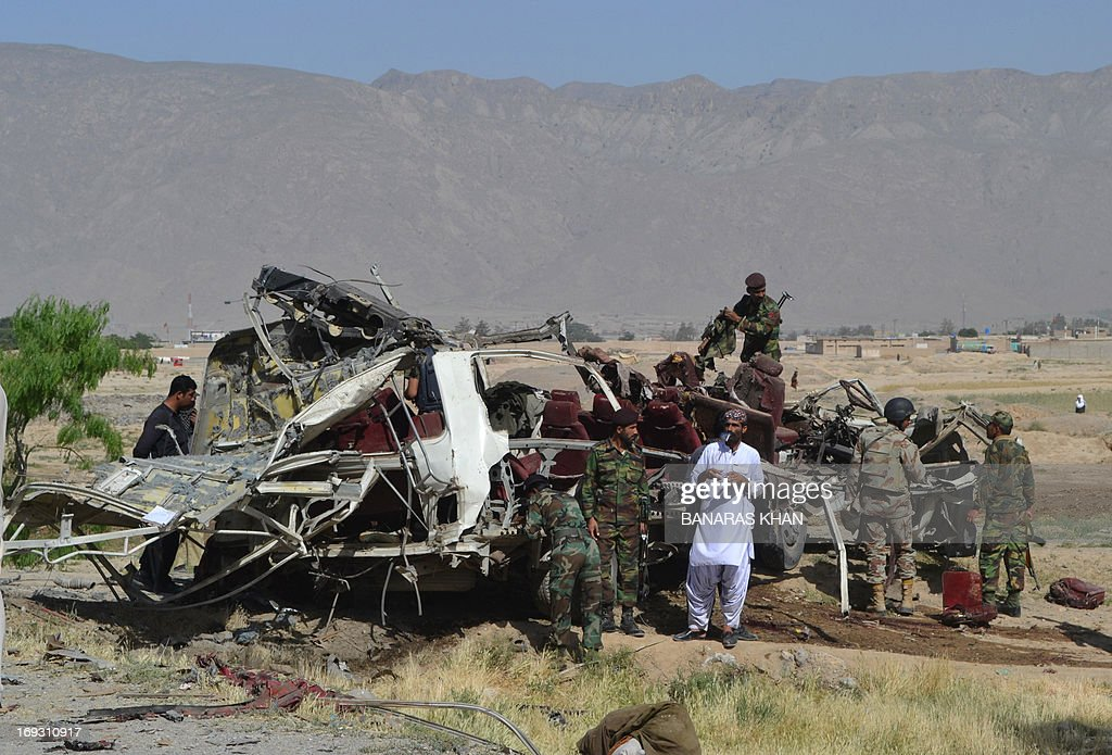 Pakistani security officials examine the destroyed vehicle used by security forces following a bomb attack on the outskirts of Quetta, the capital of restive Baluchistan province, on May 23, 2013. A bomb planted in a rickshaw tore through a vehicle used by security forces in southwest Pakistan on May 23, killing at least 12 people, police said.