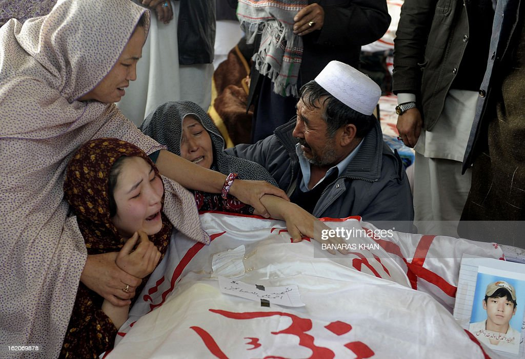 A Pakistani Shiite Muslim family mourns over the coffin of a bomb attack victim on the third day of protests following Saturday's bombing in Quetta on February 19, 2013, against the bombing targeted Shiite Muslims. Pakistani forces on Tuesday killed four men and arrested seven others accused of killing Shiite Muslims, including an alleged mastermind of a bomb attack that killed 89 people, officials said. AFP PHOTO/Banaras KHAN