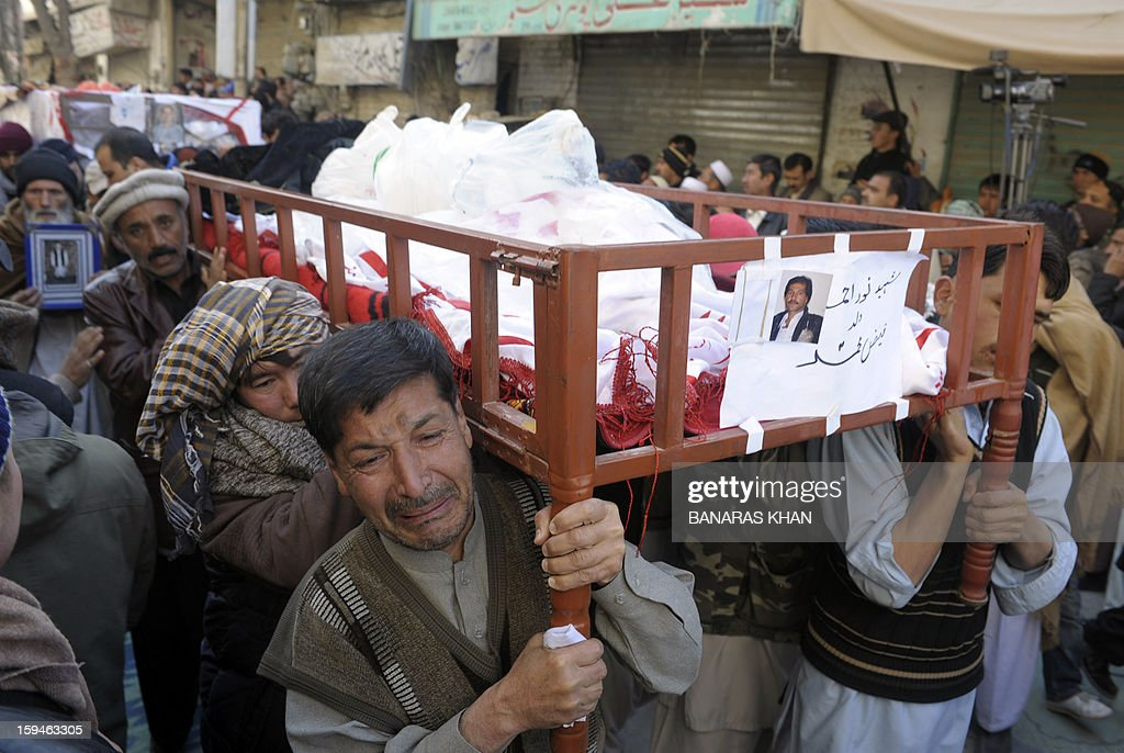Pakistani Shiite Muslim mourners carry the coffin of a blast victim after ending their protest in Quetta on January 14, 2013. Thousands of Shiite Muslims from Pakistan's minority Hazara community ended a nearly four-day protest after Islamabad caved into their demands for protection by sacking the provincial government. Protesters refused to bury the victims of Pakistan's worst single attack on Shiites, which killed 92 people in the southwestern city of Quetta last January 10. AFP PHOTO/ BANARAS KHAN