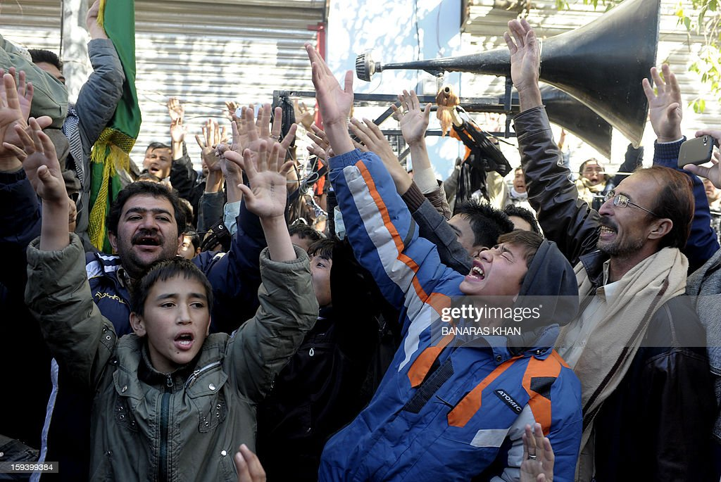 Pakistani Shiite Muslim shout slogans as they demonstrate along with the coffins of bomb blast victims in Quetta on January 13, 2013, on the third day of protest. Pakistan's Prime Minister Raja Pervez Ashraf arrived, in the southwestern city of Quetta to meet Shiite Muslim families refusing to bury their dead after devastating bombings. AFP PHOTO/ Banaras KHAN