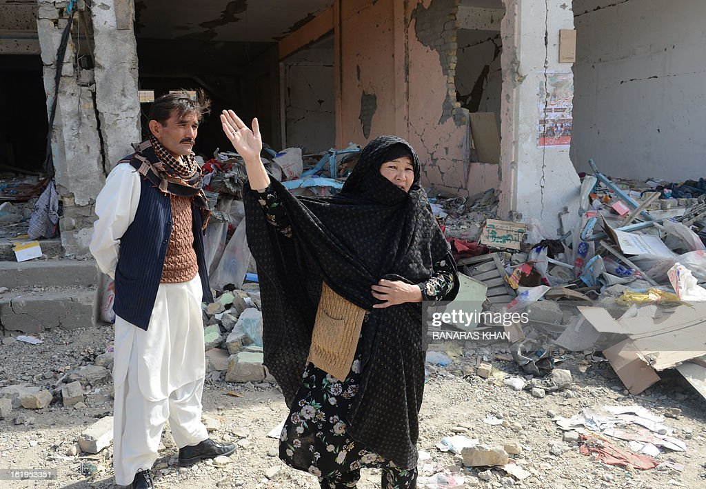 A Pakistani Shiite Muslim woman gestures as she stands at the scene of a February 16 bomb blast, in Quetta on February 18, 2013. Thousands of women refused Monday to bury victims of a bloody bombing and a strike shut down Pakistan's biggest city Karachi as protesters across the country demanded protection for Shiite Muslims. AFP HOTO/Banaras KHAN