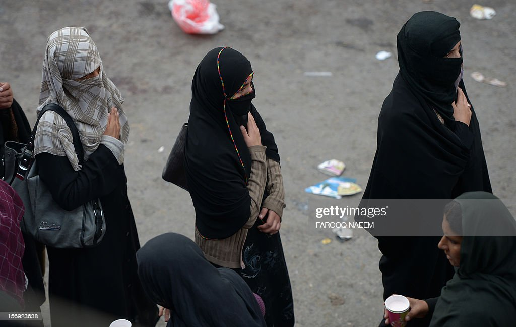 Pakistani Shiite Muslim women march during a religious procession in Rawalpindi on November 25, 2012. A bomb attack on a Shiite Muslim procession killed five mourners and wounded more than 80 in northwest Pakistan on November 25 as Shiites marked their holiest day Ashura, officials said.