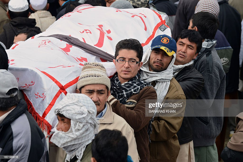 Pakistani Shiite Muslims carry coffin of a relative during a mass burial ceremony in Quetta on February 20, 2013. Mass burials for 89 victims of a bomb attack targeting Pakistani Shiite Muslims began after three days of nationwide protests at the government's failure to tackle sectarian violence. AFP PHOTO/ Banaras KHAN