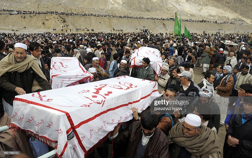 Pakistani Shiite Muslims carry the coffins of relatives during a mass burial ceremony in Quetta on February 20, 2013. Mass burials for 89 victims of a bomb attack targeting Pakistani Shiite Muslims began after three days of nationwide protests at the government's failure to tackle sectarian violence. AFP PHOTO/ Banaras KHAN