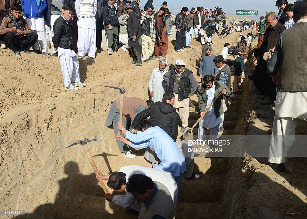 Pakistani Shiite Muslims dig graves for yesterday's bomb attack victims in Quetta on February 17, 2013. The death toll from a devastating bomb attack on Shiite Muslims in southwest Pakistan rose to 81 Sunday, as the community threatened protests if swift action was not taken against the killers. AFP PHOTO/Banaras KHAN
