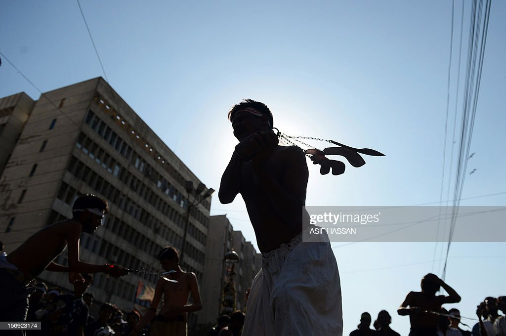 Pakistani Shiite Muslims flagellate themselves during an Ashura procession in Karachi on November 25, 2012. A bomb attack on a Shiite Muslim procession killed five mourners and wounded more than 80 in northwest Pakistan on November 25 as Shiites marked their holiest day Ashura, officials said. AFP PHOTO/Asif HASSAN
