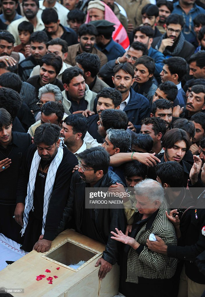 Pakistani Shiite Muslims gather around the coffin of a bomb blast victim a day after an attack on a Shiite procession in Rawalpindi on November 22, 2012. Muslim leaders gathered for a rare summit in Islamabad on Thursday as militant attacks killed 36 people across the country on one of the deadliest days of violence claimed by the Taliban in months. AFP PHOTO/Farooq NAEEM