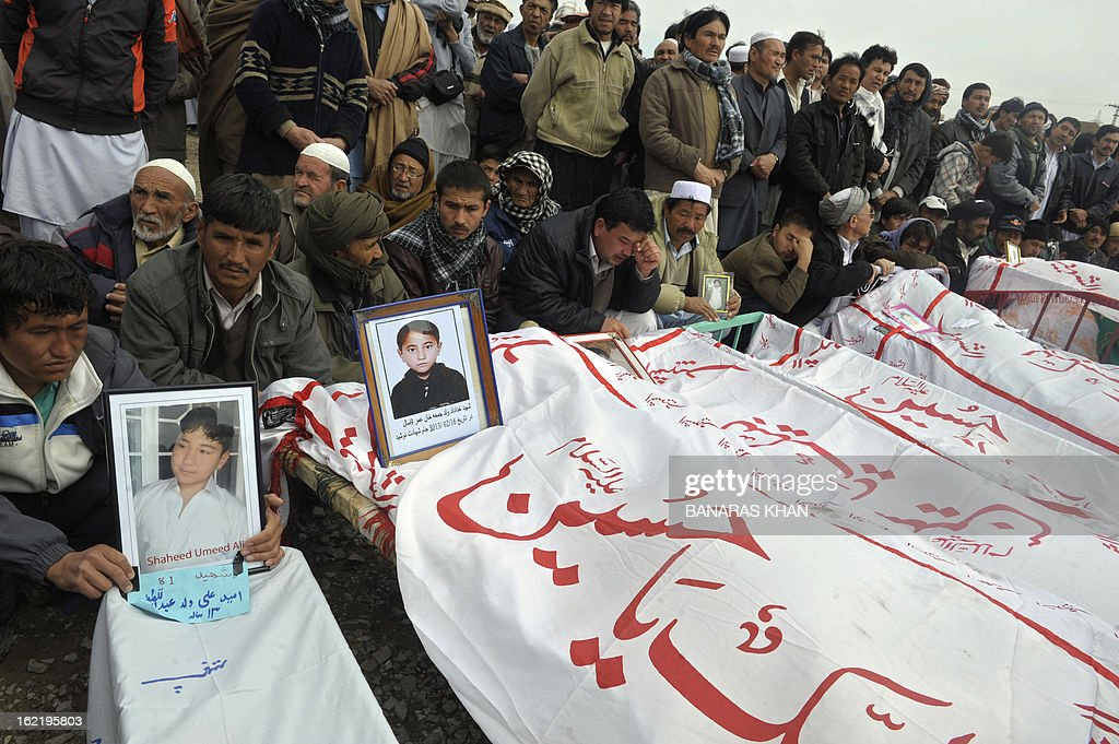 Pakistani Shiite Muslims gather around the coffins of relatives during a mass burial ceremony in Quetta on February 20, 2013. Mass burials for 89 victims of a bomb attack targeting Pakistani Shiite Muslims began after three days of nationwide protests at the government's failure to tackle sectarian violence. AFP PHOTO/ Banaras KHAN