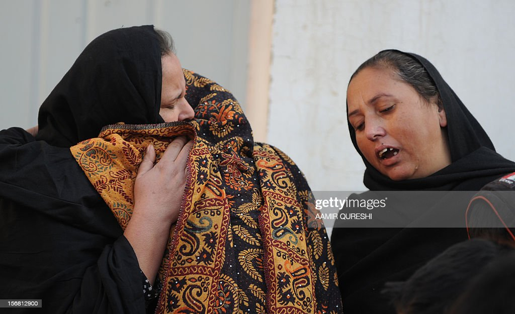 Pakistani Shiite Muslims mourn the killing of a relative following an overnight suicide bomb attack on minority Shiite Muslims procession in Rawalpindi on November 22, 2012. A suicide bomber struck a night-time Shiite march in Pakistan, in the bloodiest attack of a day of violence that left at least 28 people dead as Islamic leaders gathered for a rare summit in Islamabad. Police in the garrison city of Rawalpindi near the capital said the attack on the procession of minority Shiite Muslims killed at least 16 people, after the suicide bomber blew himself up when he was stopped for a security check. AFP PHOTO/Aamir QURESHI