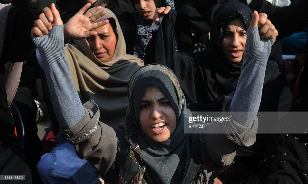 Pakistani Shiite Muslims shout slogans during a protest in the revenge of bomb attack in Quetta , in Lahore on February 17, 2013. The death toll from a devastating bomb attack on Shiite Muslims in southwest Pakistan rose to 81 Sunday, as the community threatened protests if swift action was not taken against the killers. AFP PHOTO/Arif ALI