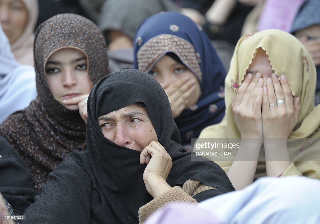 Pakistani Shiite Muslims women mourn the death of relatives as they gather with coffins of bomb attack victims during a protest in Quetta on February 17, 2013. The death toll from a devastating bomb attack on Shiite Muslims in southwest Pakistan rose to 81 Sunday, as the community threatened protests if swift action was not taken against the killers. AFP PHOTO/Banaras KHAN
