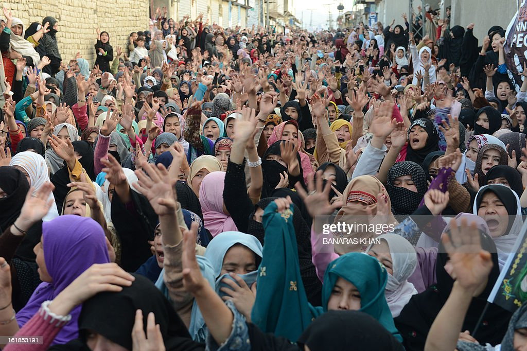 Pakistani Shiite Muslims women protest against yesterday's bomb attack in Quetta on February 17, 2013. The death toll from a devastating bomb attack on Shiite Muslims in southwest Pakistan rose to 81 Sunday, as the community threatened protests if swift action was not taken against the killers. AFP PHOTO/Banaras KHAN