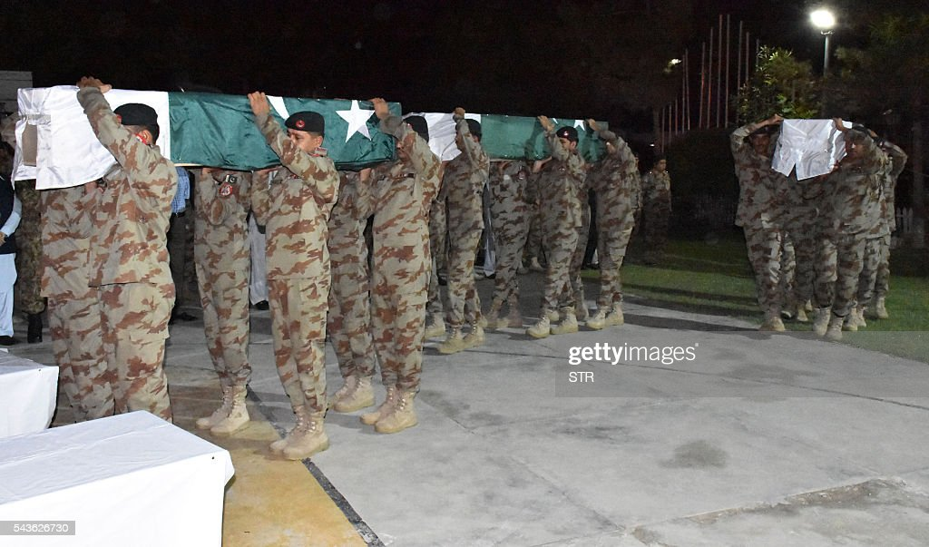 Pakistani soldiers carry the coffins of their colleagues who were killed during an attack by gunmen, during their funeral in Quetta on June 29, 2016. Gunmen on a motorcycle killed four paramilitary soldiers in the southwestern Pakistani city of Quetta on June 29, a day after four policemen were killed, officials said. / AFP / STR