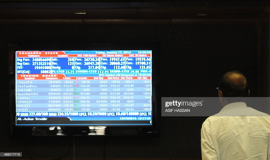 A Pakistani stockbroker monitors share prices during a trading session at the Karachi Stock Exchange (KSE) on January 17, 2014. The benchmark KSE-100 index 26913.85, with increase of 183.61 points at end of the day. AFP PHOTO / Asif HASSAN