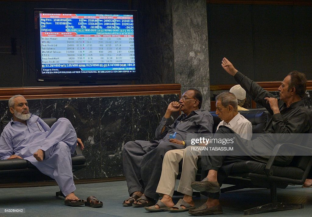 Pakistani stockbrokers watch share prices on a monitor during a trading session at the Pakistan Stock Exchange (PSE) in Karachi on June 27, 2016. The benchmark PSE-100 index was 37167.43, down 222.45 points in the morning session as global markets reeled from the Brexit-induced financial and political chaos. / AFP / RIZWAN