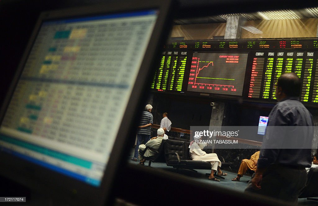 Pakistani stockbrokers watch the latest share prices borad during a trading session at the Karachi Stock Exchange (KSE) in Karachi on July 2, 2013. The benchmark KSE-100 index was 21640.63, with increase of 277.47 points in morning session. AFP PHOTO/ Rizwan TABASSUM