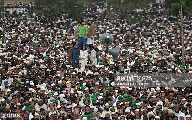 TOPSHOT Pakistani supporters of convicted murderer Mumtaz Qadri offers funeral prayers for Qadri a day after his execution in Rawalpindi on March 1...