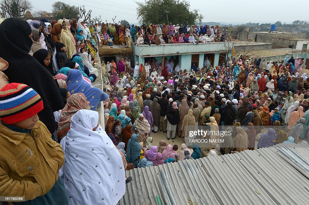 Pakistani villagers gather around the coffin of a Pakistani soldier who was shot dead along the Line of Control (LoC), at a village in Bainso, about 45 kms from the capital Islamabad, on February 16, 2013. Indian troops shot dead a Pakistani soldier along the de facto border in the disputed Kashmir region in the first deadly exchange since a truce was agreed a month ago, officials said Friday. AFP PHOTO/Farooq NAEEM