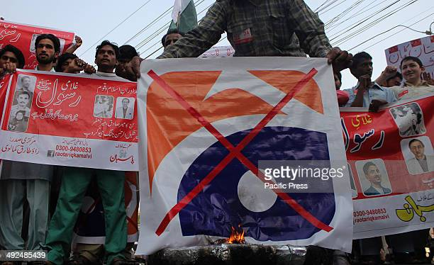 Pakistani workers of Religious party shout slogans during burning of the LOGO of a famous TV channel Geo News in Lahore The Geo programme Utho Jago...