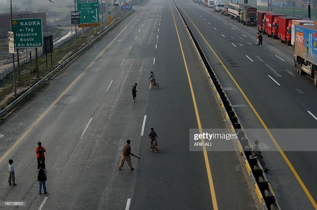 Pakistani youth play cricket on a bridge during a protest against the Quetta bombing, in Lahore on February 19, 2013. Thousands of Pakistani Shiite Muslims called off nationwide protests Tuesday and agreed to bury the dead from a bomb attack that killed 89 people, after the government promised to arrest those responsible. AFP PHOTO/Arif ALI