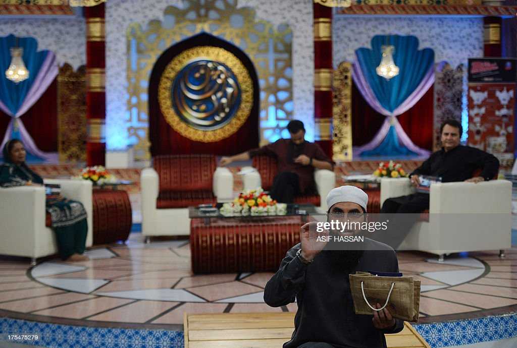 Pakistan-religion-media-Islam,FOCUS by Guillaume Lavallee In this photograph taken on August 1, 2013 Pakistani television show host Junaid Jamsheed presents an Islamic quiz show Shan-e-Ramadan in Karachi. In the battle for TV ratings, Pakistan's top channels are making money out of Ramadan by broadcasting round-the-clock chat shows mixing prizes, charity and prayer.