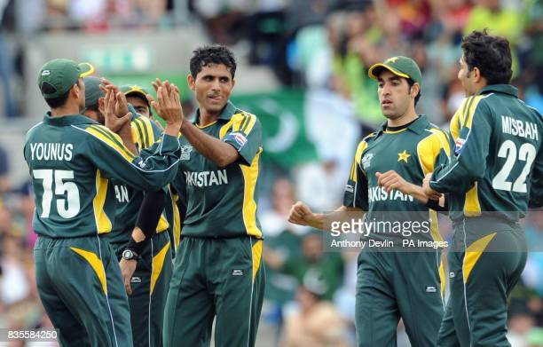 Pakistan's Abdul Razzaq celebrates with teammates Shahid Afridi after taking the wicket of New Zealand's Martin Guptill during the ICC World Twenty20...