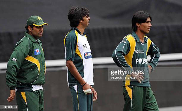 Pakistan's bowlers Rana Navedul Hasan Mohammad Asif and Mohammad Aamir wait for their turn during the training session at Wanderers Stadium in...