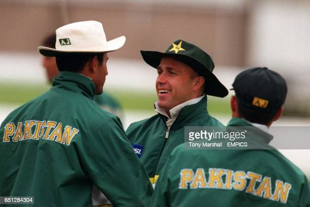 Pakistan's coach Richard Pybus has fun with his players