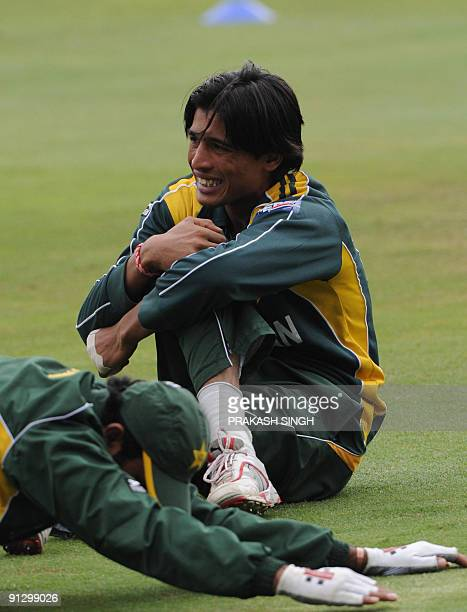 Pakistan's Mohammad Aamir warms up during the training session at Wanderers Stadium in Johannesburg on October 1 2009 Pakistan will play against New...